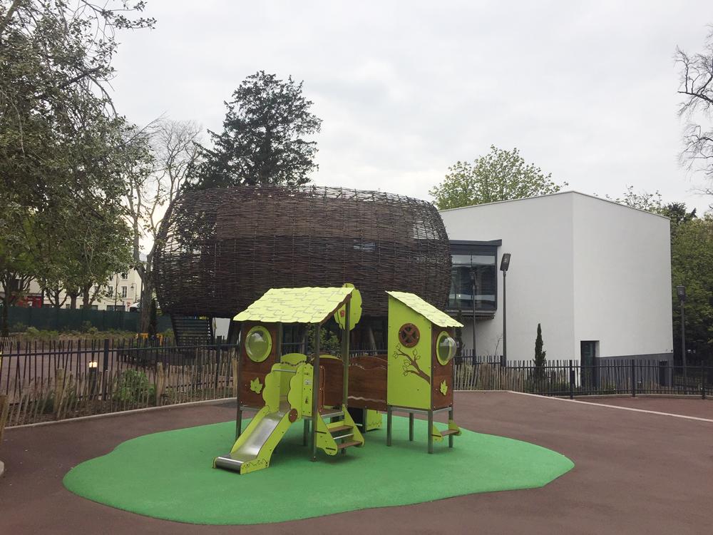 """Cour de récréation et """"nid"""" de l'école Parc Rosenberg, Bagneux"""